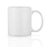 Taza de café de cerámica blanca aislada en el fondo blanco imágenes de archivo libres de regalías