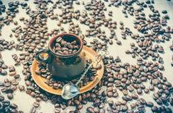 Taza de café de la arcilla Imagen de archivo