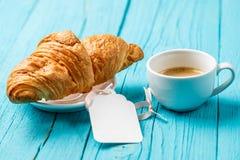 Taza de café de la hornada, tarjeta en blanco Foto de archivo