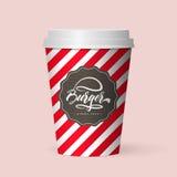 Taza de café de papel aislada realista de la calidad Imagen de archivo