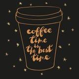 Taza de café del estilo del bosquejo en fondo negro Fotografía de archivo libre de regalías