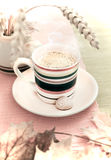 Taza de café del otoño Imagen de archivo libre de regalías