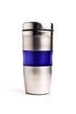 Taza de café del termo aislada en blanco imagen de archivo