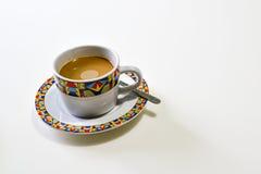 Taza de café en el fondo blanco Imagen de archivo libre de regalías