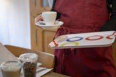 Taza de café en el restaurante fotos de archivo libres de regalías