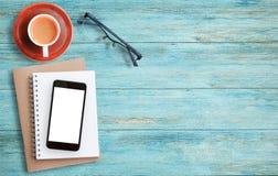 Taza de café en el vector de madera Imagen de archivo libre de regalías