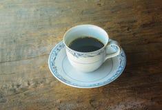 Taza de café en fondo de madera rústico Fotografía de archivo