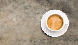 Taza de café en fondo gris libre illustration