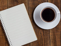 Taza de café en la madera Imagen de archivo