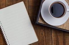 Taza de café en la madera Fotografía de archivo libre de regalías