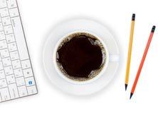 Taza de café en la oficina Imágenes de archivo libres de regalías