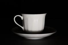 Taza de café en la oscuridad Fotografía de archivo