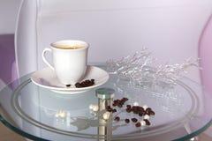 Taza de café en la sala de espera. Fotos de archivo libres de regalías