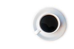 Taza de café en la tabla de madera en el backgroun blanco Imágenes de archivo libres de regalías