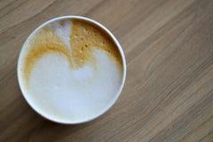Taza de café en la tabla de madera, top Imagen de archivo