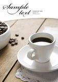 Taza de café en tarjetas de madera Imagen de archivo libre de regalías