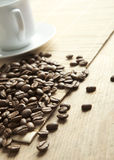 Taza de café en tarjetas de madera Imagen de archivo