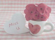 Taza de café en tema del amor Foto de archivo libre de regalías