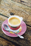 Taza de café en un fondo de madera Fotos de archivo libres de regalías