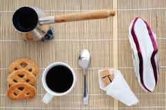 Taza de café en una servilleta de bambú, visión superior Fotografía de archivo libre de regalías