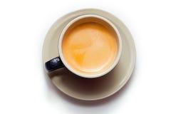 Taza de café express aislada en una taza negra imagenes de archivo
