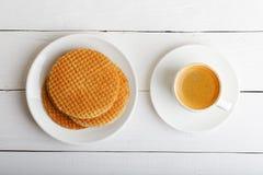 Taza de café express y de galletas Imágenes de archivo libres de regalías