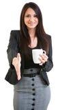 Taza de café femenina del negocio que se sostiene feliz Fotos de archivo libres de regalías