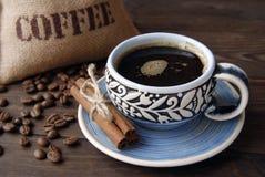 Taza de café, habas y bolso del yute Fotografía de archivo libre de regalías