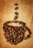 Taza de café hecha de habas Imagenes de archivo