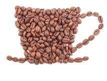 Taza de café hecha de los granos de café aislados en blanco Fotografía de archivo libre de regalías