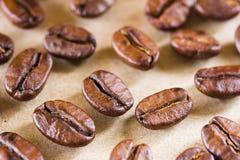 Taza de café marrón asada del café beans Fotografía de archivo