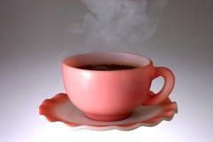Taza de café que trata con vapor caliente Fotos de archivo libres de regalías