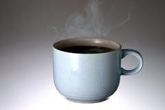 Taza de café que trata con vapor caliente Imagen de archivo