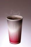 Taza de café que trata con vapor caliente Fotos de archivo