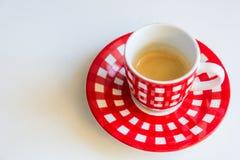 Taza de café rayada roja imagen de archivo libre de regalías