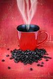 Taza de café roja sucia Imágenes de archivo libres de regalías