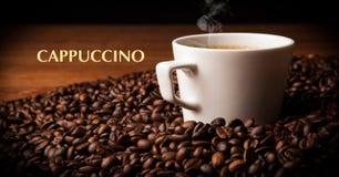 Taza de café sólo con las habas asadas del coffe libre illustration