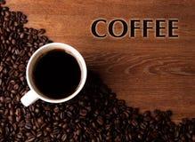 Taza de café sólo con las habas asadas del coffe con café del título stock de ilustración