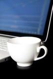 Taza de café vacía, comercio de la acción Fotografía de archivo