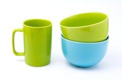 Taza de café verde y cuenco azul claro del cuenco y verde foto de archivo