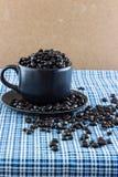 Taza de café y café de la semilla Fotos de archivo