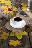 Taza de café y de amoladora de café Imagenes de archivo
