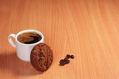 Taza de café y de galletas Imagenes de archivo