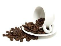 Taza de café y de granos de café Imagenes de archivo