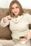 Taza de café y del telecontrol Foto de archivo