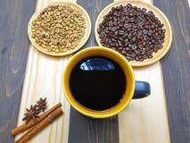 Taza de café y grano de café Imagenes de archivo