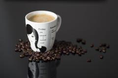 Taza de café y granos de café Imagen de archivo