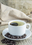 Taza de café y granos de café Imagen de archivo libre de regalías
