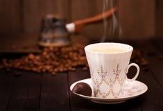 Taza de café y pote el preparar Imágenes de archivo libres de regalías