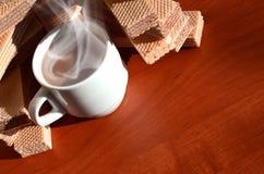 Taza de café y waffels Fotografía de archivo